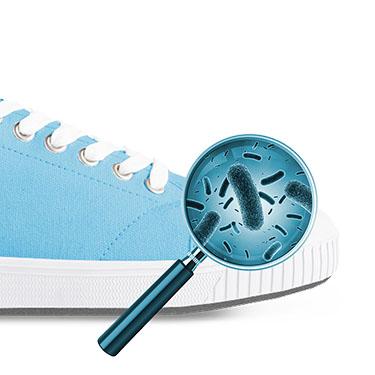 Schritt 3: Verhindern Sie eine erneute Infektion der Schuhe und behandeln Sie sie mit ProtectAir Schuhspray